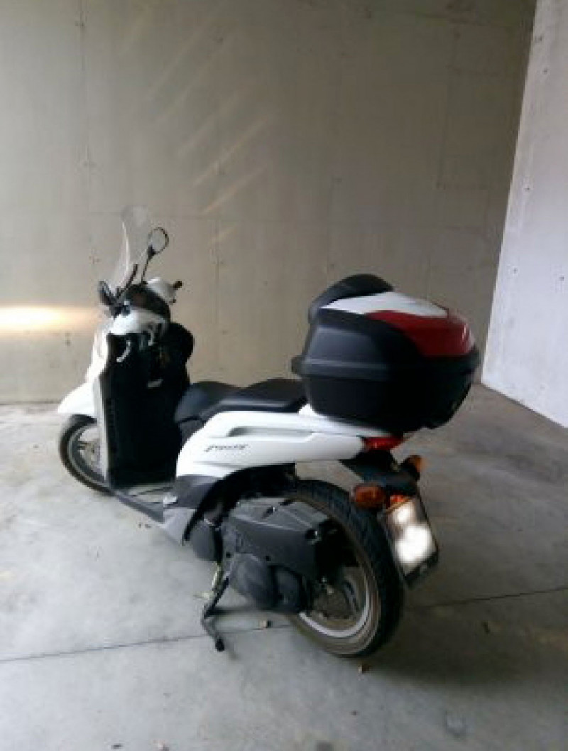 Scooter Yamaha Xenter 150...