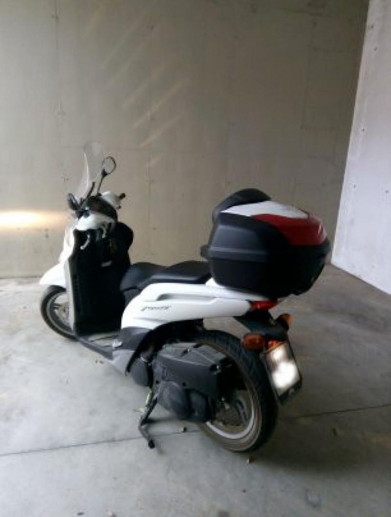 Scooter Yamaha Xenter 150...